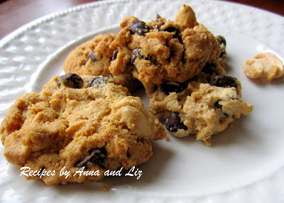 Peanut Butter and Chocolate Chip Cookies without flour and No butter by 2sistesrecipes.com