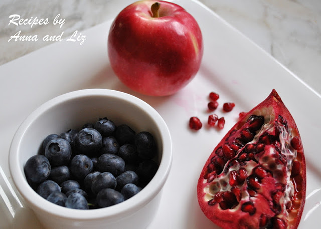 Jump-Start Detox Drink with Apple, Blueberry and Pomegranate by 2sistersrecipes.com