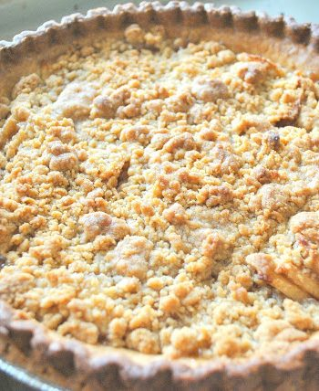 Easy Apple Crisp Pie by 2sistersrecipes.com
