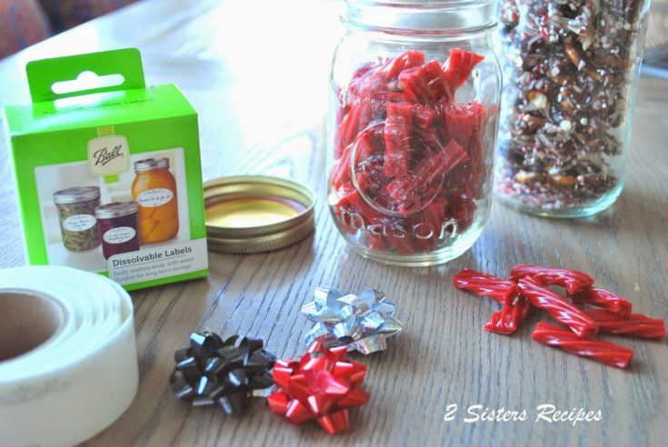 EASY Homemade Holiday Gift Ideas and Chocolate-Peppermint Mini Pretzels