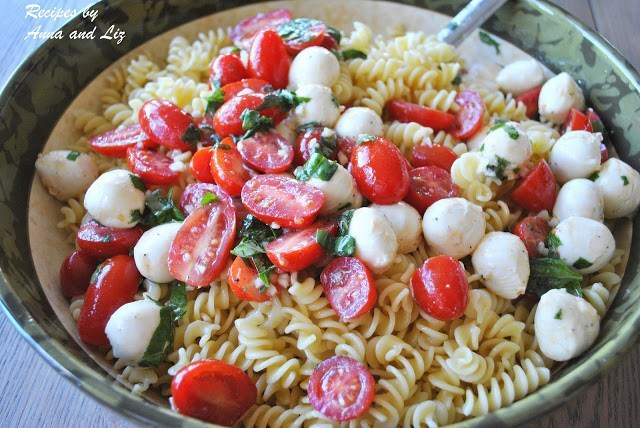 Easy Pasta Salad with Bocconcini, Tomatoes and fresh basil by 2sistersrecipes.com