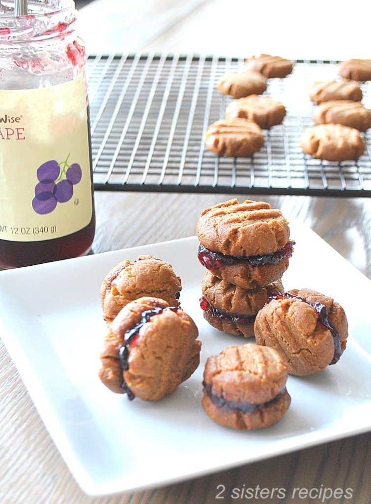 Delicious 5-Ingredient Peanut Butter and Jelly Sandwich Cookies.by 2sistersrecipes.com