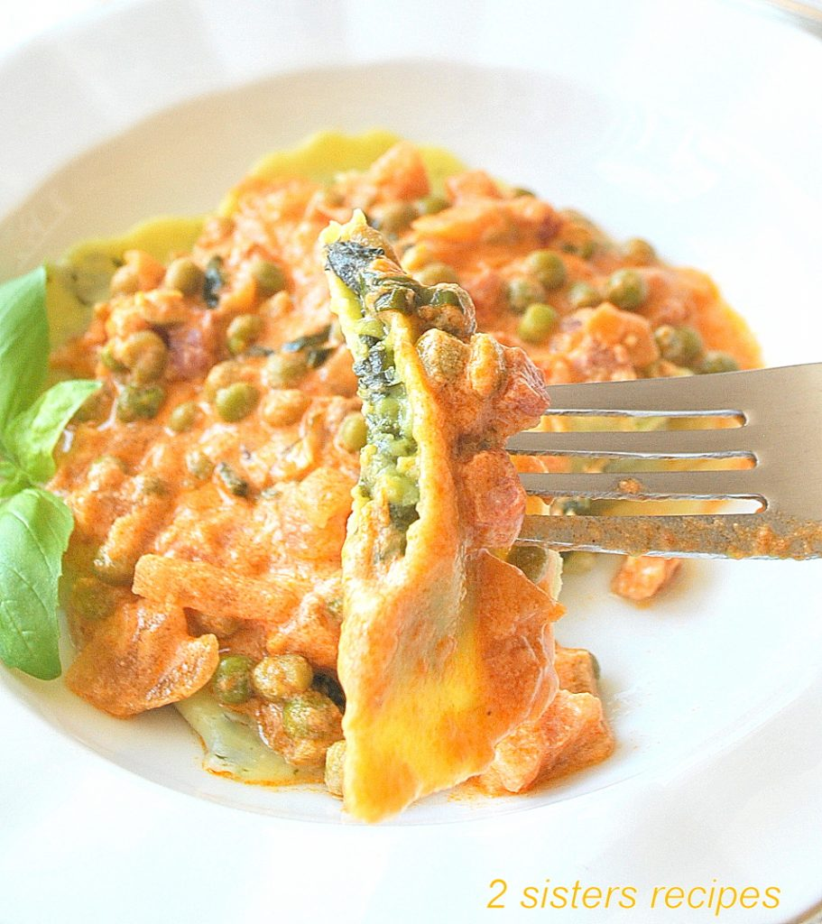Date Night Creamy Ravioli with Peas by 2sistersrecipes.com